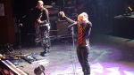 Stu and Martin singing to the crowd
